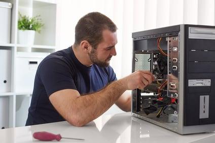 טכנאי מחשבים במרכז - טיפול איכותי במחשב שלך